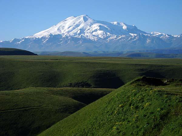 Эльбрус с обратной стороны, с севера