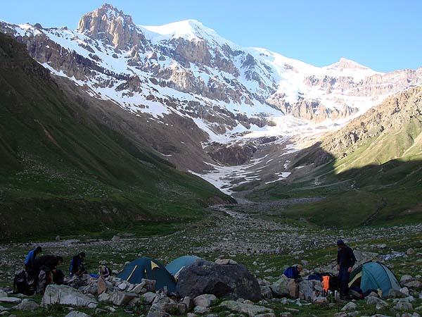 Альпинизм на западной стороне Эльбруса: первый лагерь
