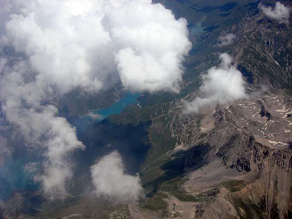 Пролетая над предгорьями Памира