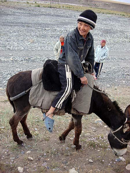 Молодой киргизский наездник