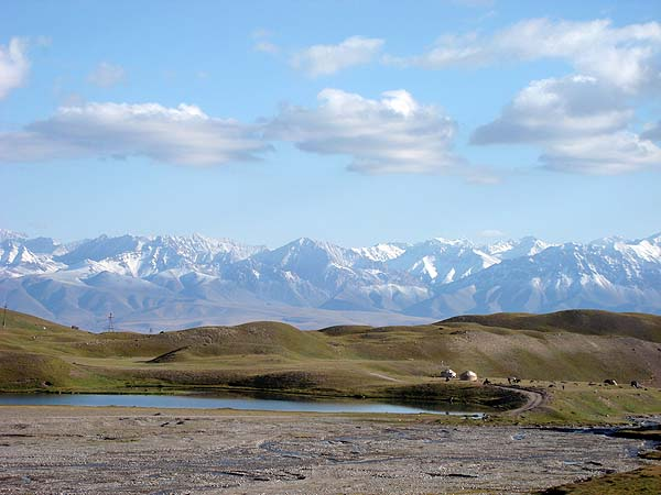 Горы памира манят альпинистов