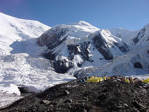 Второй лагерь возле ледника Ленина на Памире