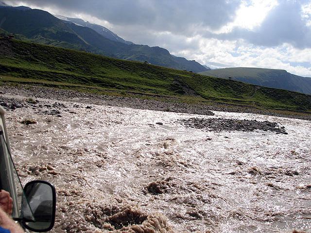 Форсирование реки на уазике