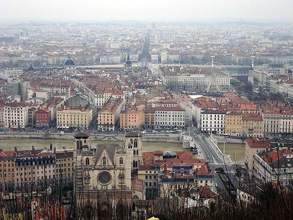 Лион, вид с холма в центре города, на котором расположен собор Notre Dame de Fourviere
