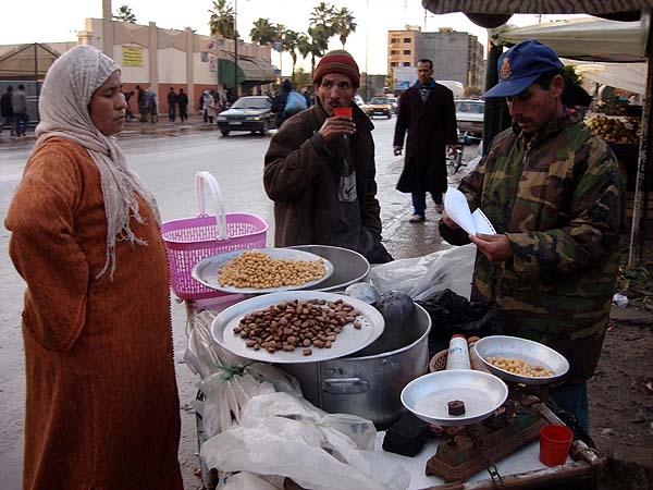 Торговля на улицах Марокко