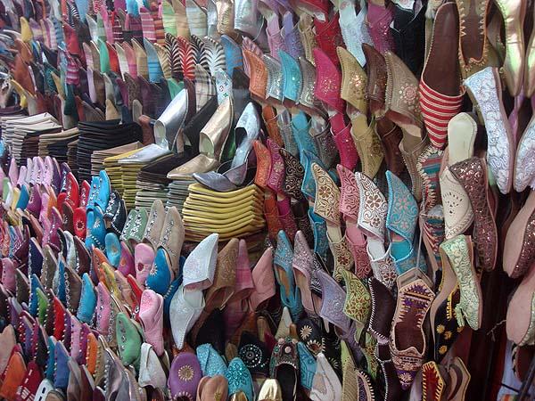 Бабуши - марокканская национальная обувь в лавочке Медины