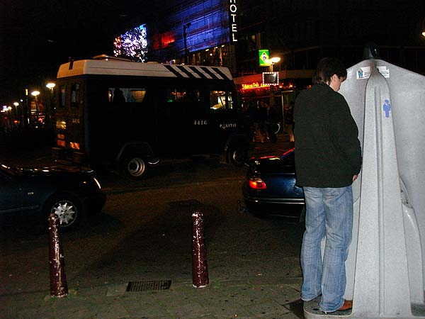 Писсуары на улицах Амстердама