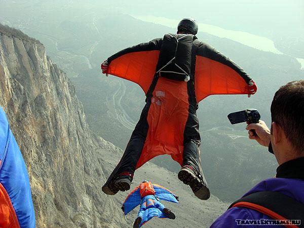 B.A.S.E. в Арко: прыжок в винг-сьюте