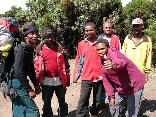 Восхождение на Килиманджаро - носильщики