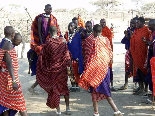 Приветственный танец масаев состоит из прыжков