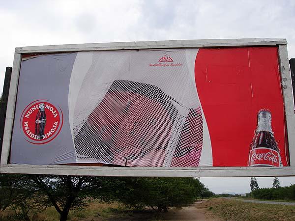 Африканская реклама Кока-колы: девочка под маскитной сеткой