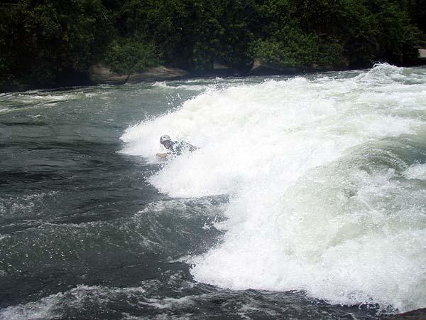 Серфинг в пороге на Белом Ниле